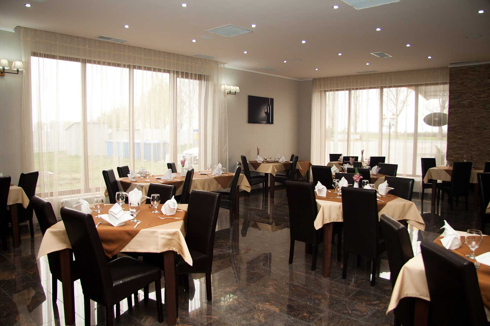 a5ou6_hotel-hanul-rascruce-restaurant-arad-1.jpg