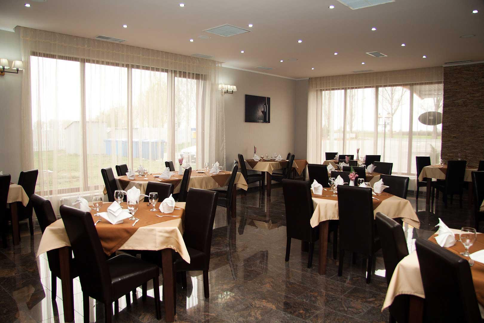 wmz64_hotel-hanul-rascruce-restaurant-arad-1.jpg