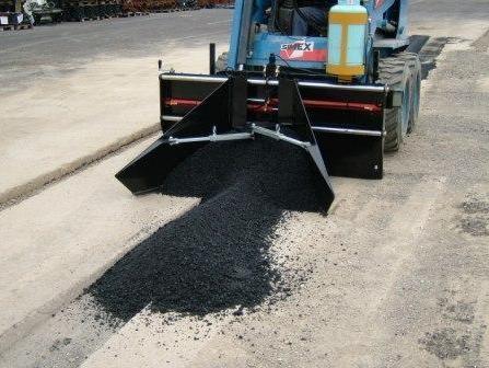 5m9dc_800x600_1304345187_repartizator_de_asfalt-1.jpg