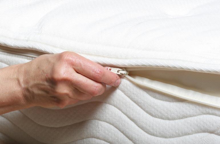 Memory-Foam-Zippered-Mattress-Cover.jpg